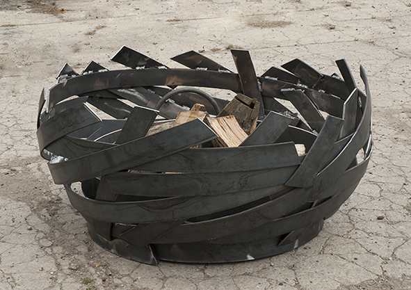 ERTA modern fire pit in woven steel, each one is a unique work of art